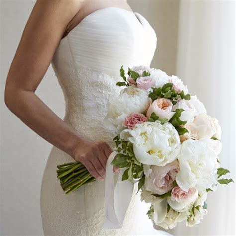 White Wedding Bouquets For Brides by 3 Reasons To Retire The Tradition Of Tossing The Bridal