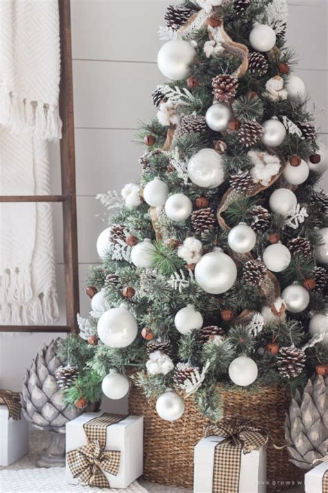 sparkling christmas tree decorating ideas youll lose