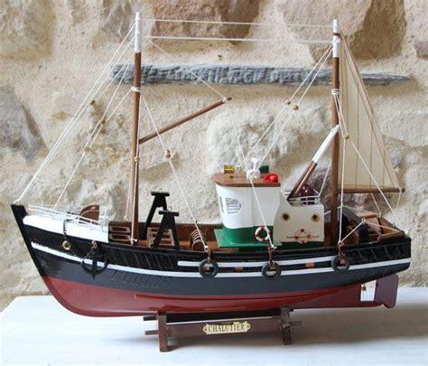 decoration de bateau maquette de chalutier une finition parfaite et des
