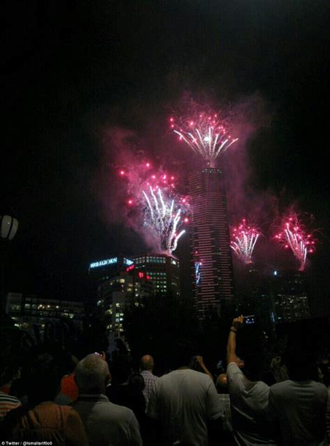 new year 2016 fireworks in melbourne sydney harbour s new year 2016 celebration explodes with