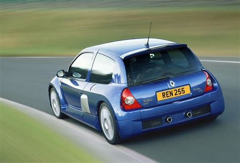 renault clio sport v6 renault clio reaches 25 here is their hatch past