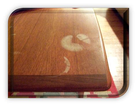 Meja Gosok Kayu tips menghilangkan noda air di furnitur kayu