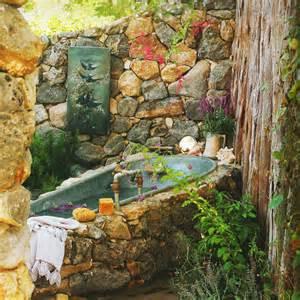 garten badewanne rustikales badezimmer im garten und badewanne verkleidung