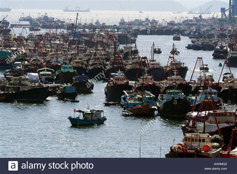 big boat fishing hong kong many fishing boats and other commercial ships in aberdeen