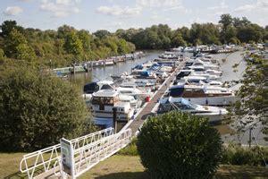 thames river marina river thames marinas services visit thames
