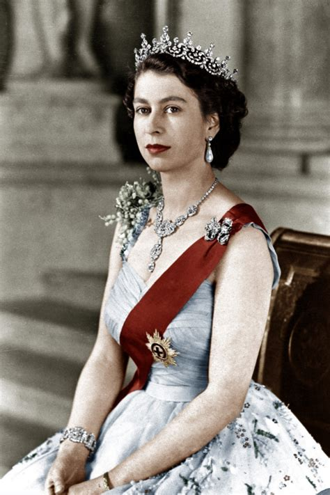 queen elizabeth 2nd queen elizabeth ii the asian fashion journal