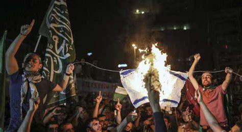 consolato israeliano manifestanti assaltano consolato di israele a istanbul