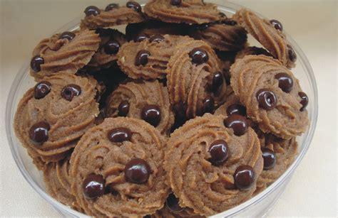 tips membuat kue kering coklat resep cara membuat kue kering semprit coklat spesial