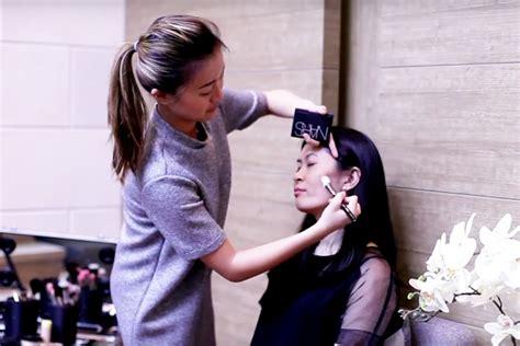 tutorial mengaplikasikan lipstik cara mengaplikasikan contour tutorial bersama makeup
