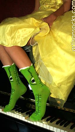 Novelty M A K green alligator crew socks that chomp your legs