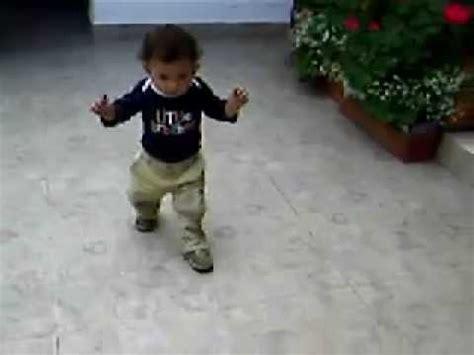 imagenes niños aprendiendo a caminar bebe aprende a caminar youtube