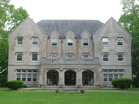 fraternity house file delta kappa epsilon fraternity house depauw university jpg wikimedia commons