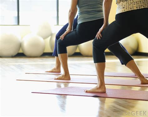imagenes yoga mat how can i prepare for a yoga class with pictures