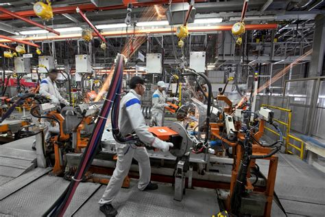 volkswagen pune volkswagen india starts third shift at pune plant