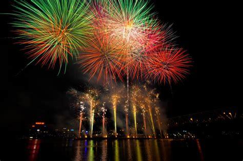 new year celebration cincinnati western southern webn fireworks at riverfest