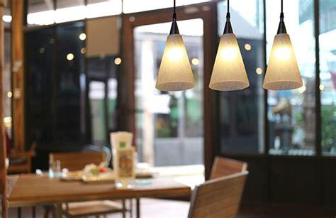 Installation Luminaire Plafond by Installer Une Lumi 232 Re Au Plafond