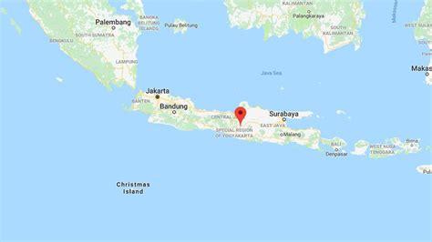 earthquake java today strong earthquake strikes indonesia 3 dead