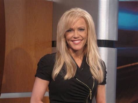 info about the anchirs hair on fox news fox 2 s angie mock a very competent and gorgeous news