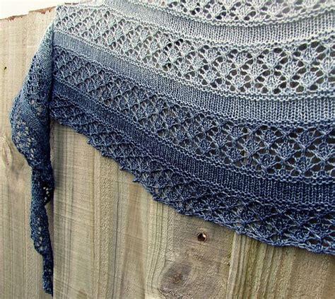 crescent shawl knitting pattern 1000 ideas about knit shawl patterns on shawl