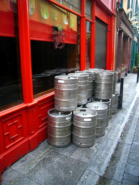 how much is a keg of bud how much does a keg cost