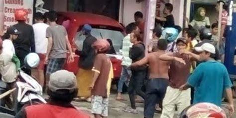 Rambut Sambungan Di Salon Jakarta tunggu ibu potong rambut di salon balita tewas diseruduk