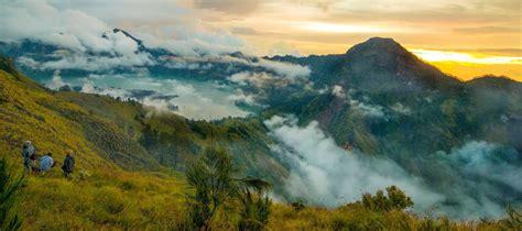 wallpaper anak gunung 7 gunung terindah di indonesia