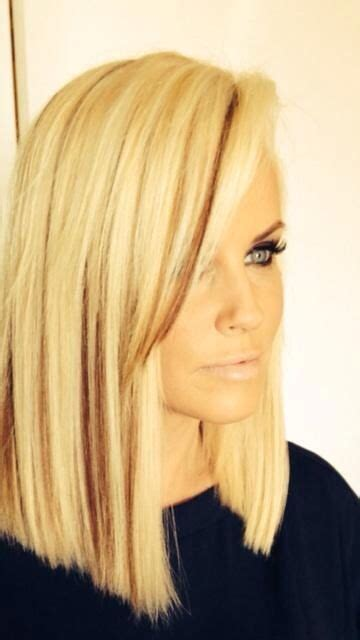 what color is jenny mccarthy hair love jenny mccarthy s blunt bob with dark streaks hair