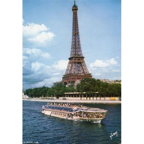 bateau mouche tour eiffel la tour eiffel et la seine avec bateau mouche archine
