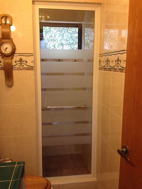 cristal templado en puerta de regadera y puerta de pvc con aglomerado canceles de ba 241 o con aluminio y vidrio templado vidrios