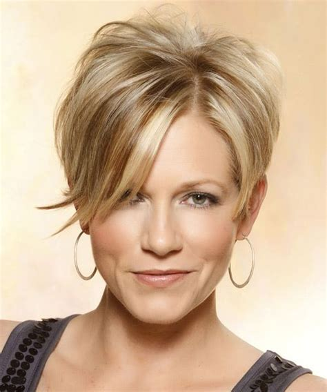 casual hairstyles for medium thin hair short straight casual hairstyle with side swept bangs