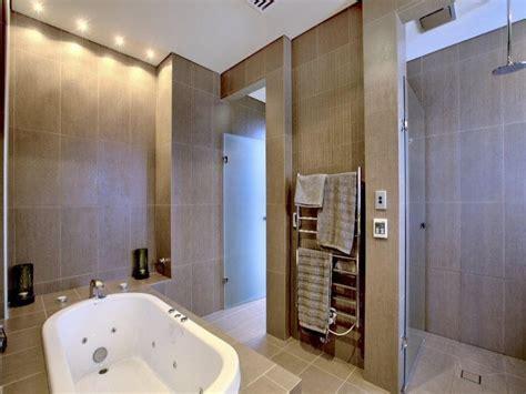 Modern Spa Bathroom Modern Bathroom Design With Spa Bath Using Frosted Glass Bathroom Photo 106162