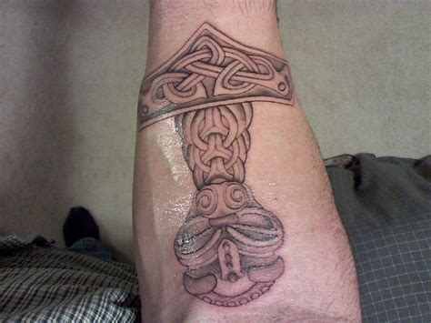 thors hammer tattoo thor s hammer picture