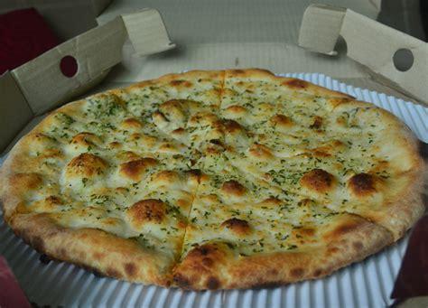 garlic bread pizza hot