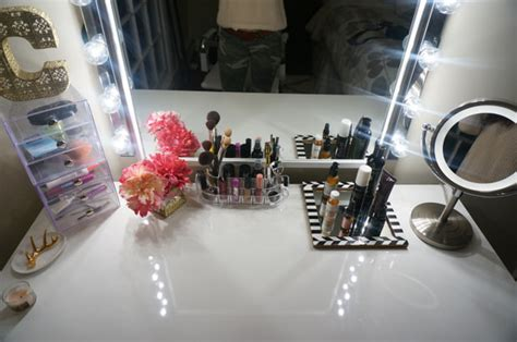Diy Vanity Light Mirror by Glam Diy Lighted Vanity Mirrors Decorating Your Small Space