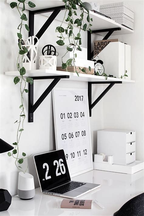 Desk Decorations by 25 Best Ideas About Desk Decorations On Desk