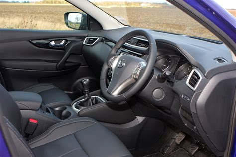 nissan dualis interior nissan qashqai station wagon 2014 photos parkers