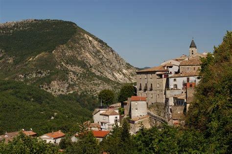 castel san castel san vincenzo guida turistica