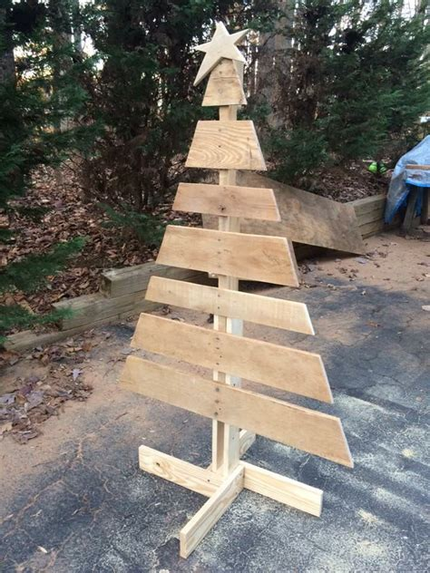 pallet christmas tree dimensions 25 best ideas about pallet tree on pallet pallet tree and