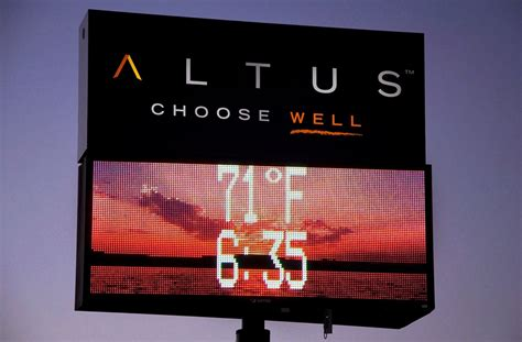 Outdoor Lighted Signs For Business Business Led Signs Increase Your Business By Up To 150