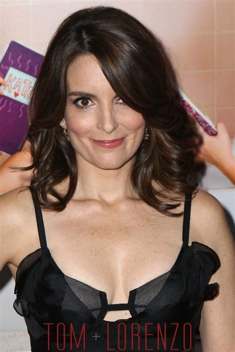 what type of hair does tina fey have tina fey in oscar de la renta at the quot sisters quot new york