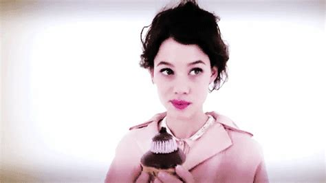 astrid berges frisbey gif hunt tumblr here to help