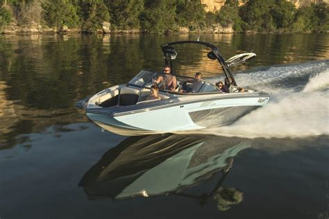 10 best tow boats for water skiing and wakeboarding - Tige Boats Parent Company