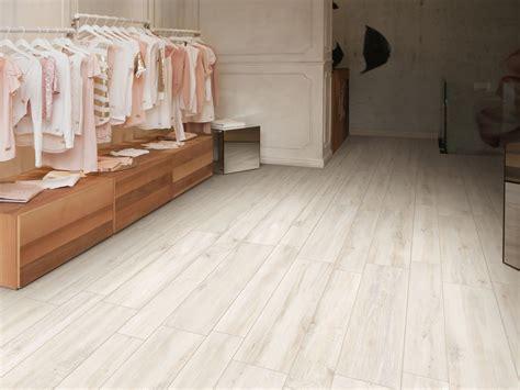 pavimento ceramica pavimento de gres porcel 225 nico imitaci 243 n madera decap 200 by