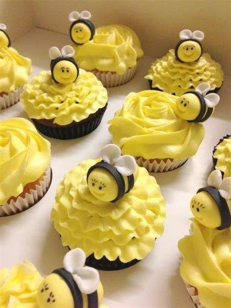 Bee Decorations For Cakes by Best 25 Bee Cupcakes Ideas On Bumble Bee Cupcakes Easter Cake Decorations Uk And