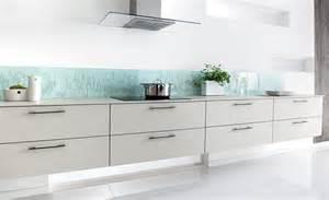 credence en verre cuisine tapis blanc pour salon couleur