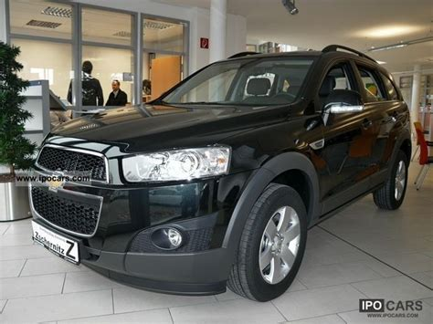 2012 chevrolet captiva 2 4 lt 7 seater car photo and specs
