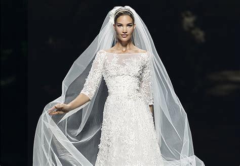hochzeitskleid cape hochzeitskleider aus barcelona pronovias brautmode 2013