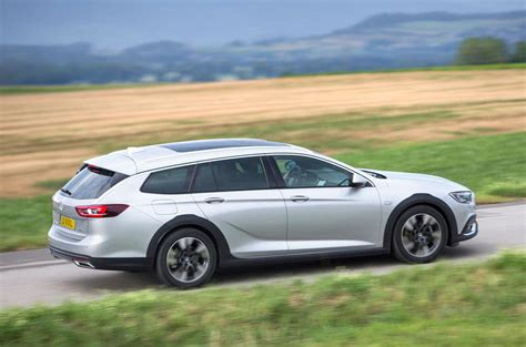 insignia 2017 country tourer vauxhall insignia country tourer 4x4 2017 review autocar