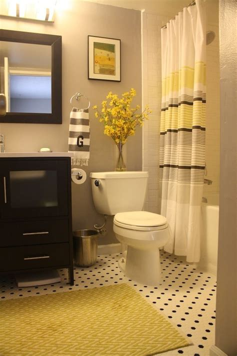 Grey And White Bathroom Decor by 25 Best Ideas About Yellow Bathroom Decor On