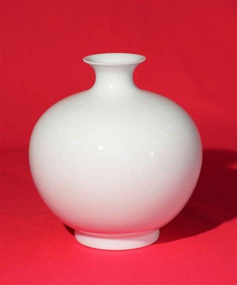 weisse vasen porzellan pv206 2 vase porzellanvasen wei 223 e vasen vasen porzellan